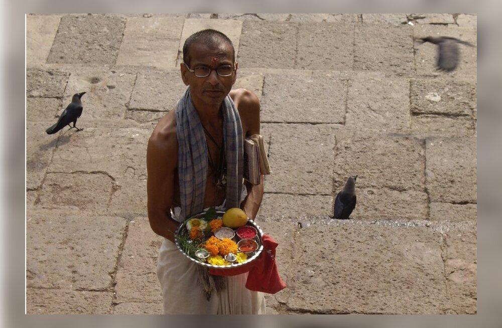 Katkend reisiraamatust: kirjandusteadlane Janika Kronberg ja kirjanik Jaan Tätte Indias