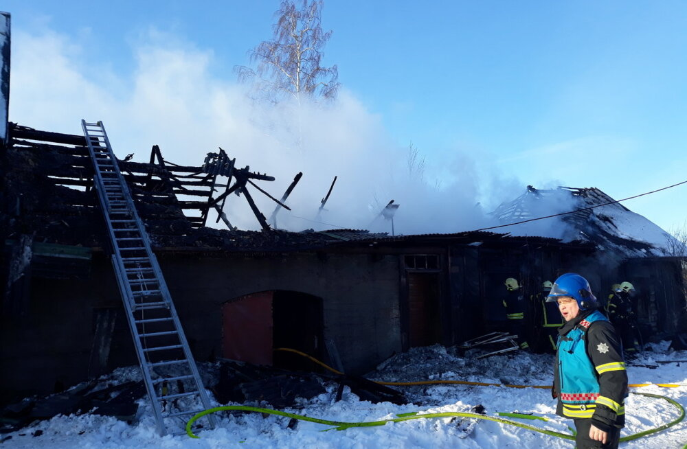 FOTOD | Peipsiääre vallas küttis mees ahju, lahkus kodust ning tagasitulles tal enam kodu ei olnud