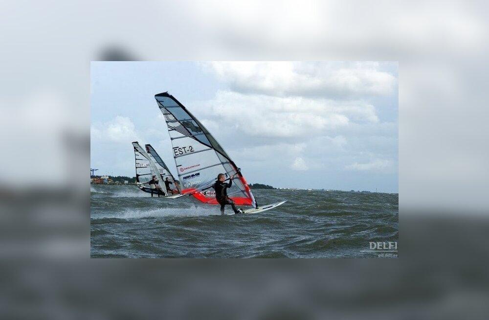 Eesti rekordi püstitanud Kaasik kihutas purjelaual üle 70 km/h