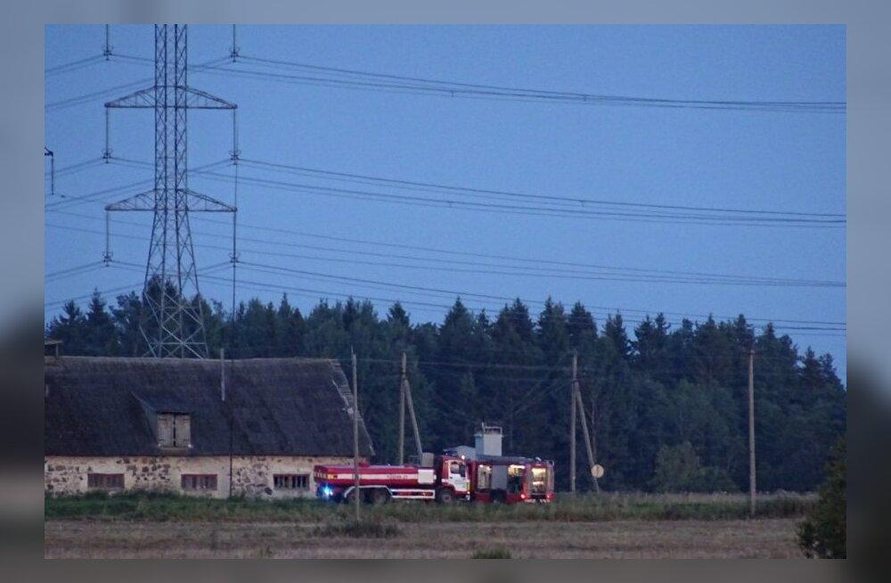 Eile õhtul Saku vallas alajaama ümber puhkenud kulupõlengu põhjustas kohalike sõnul elektriliinidesse lennanud kuumaõhupall.