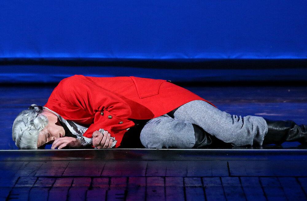 """Куда """"сходить"""" 16 апреля: Гулливер танцует, Райкин переосмысливает Островского, а идиот возвращается"""