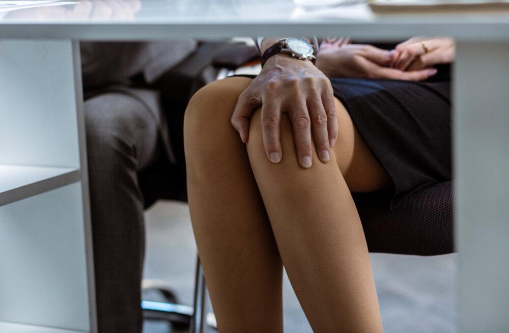 Reelika ahistamise lugu: kui kedagi kontoriruumis polnud, sulges ta ukse, tuli mu laua juurde, silitas põlve ja...