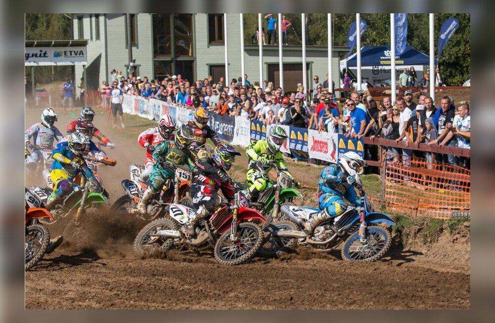 Fotol MX1 klassi start (nr 3 Tanel Leok, 277 Lauri Lehtla, 151 Harri Kullas)