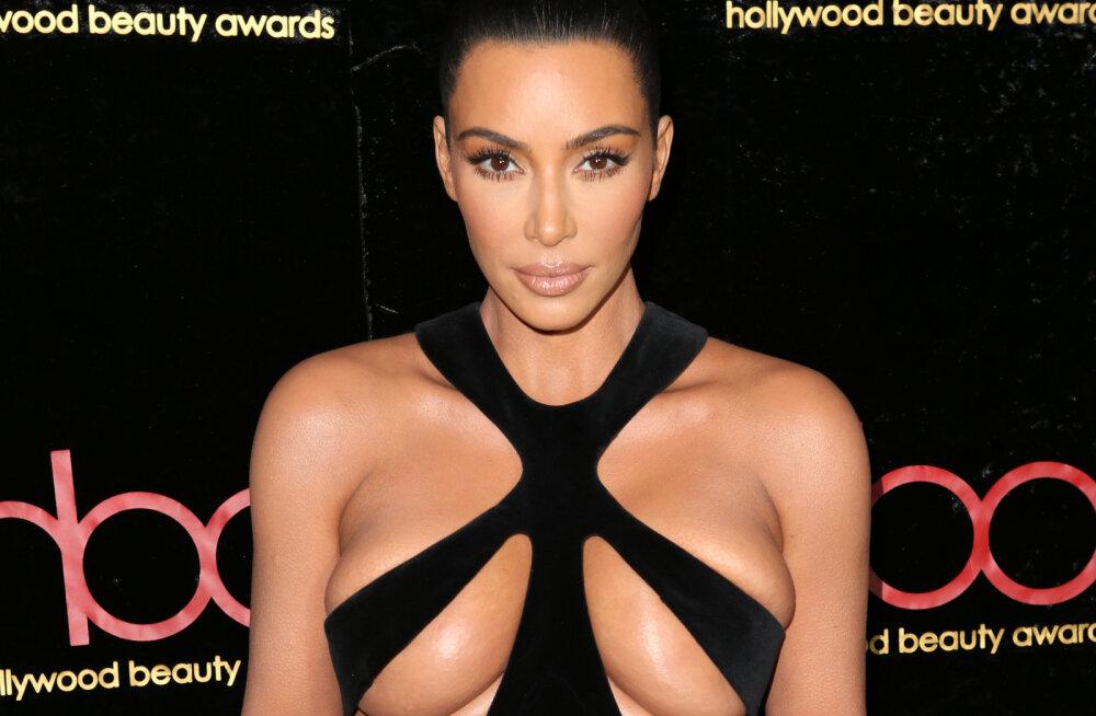 Teler põrandas ja ilma kausita kraanikauss: väiksed detailid, mis Kim Kardashiani viie aastaga valminud villa eriti omapäraseks teevad