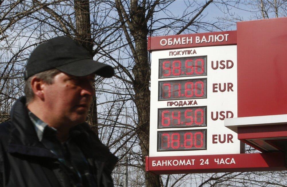 Venemaa kommertspangad suurendasid eile järsult valuutade ostu- ja müügikursside vahet.