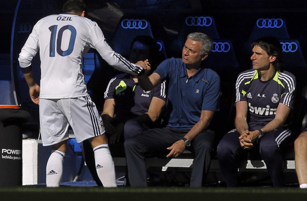 Mesut Özil ja Jose Mourinho