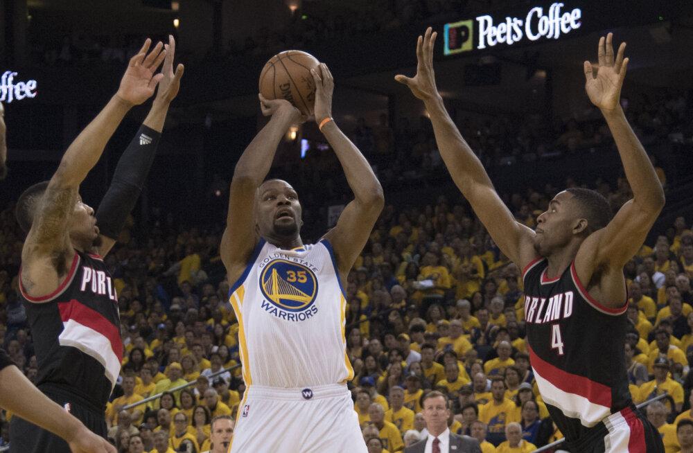VIDEO: Portlandi duo kombineeris 75 punkti, kuid Warriors võitis play-off'i avamängu