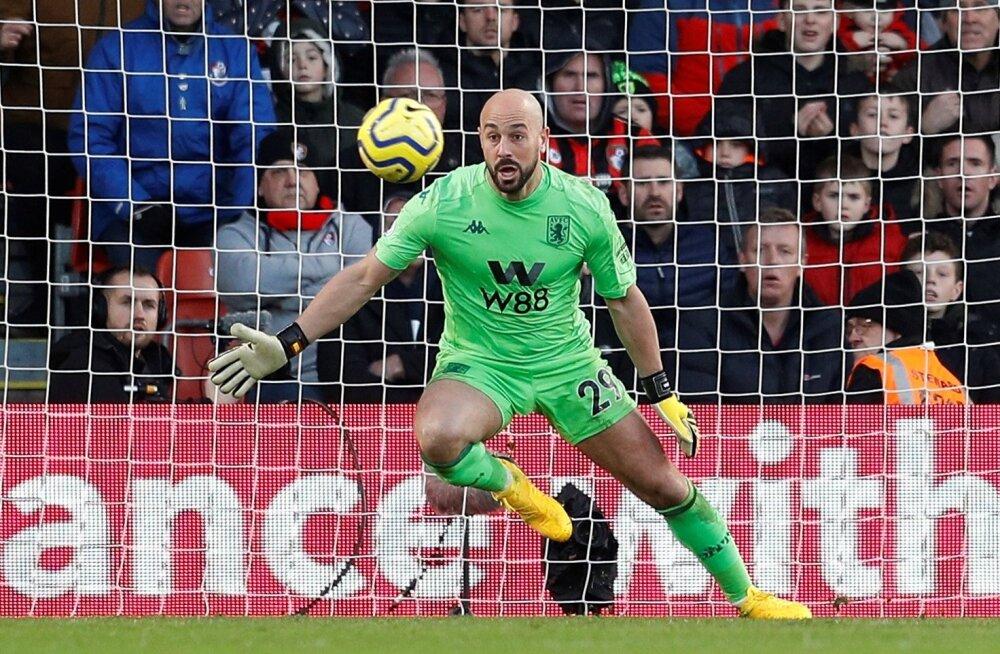 Pepe Reina Aston Villa väravasuul.