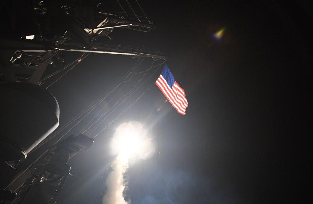 VIDEOD: Süüria lennuvälja tabanud tiibrakettide stardid USA sõjalaevadelt