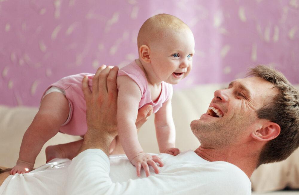 NÕUANNE ISADELE: Mida teha, kui väikelaps on alla neelanud liitiumpatarei?