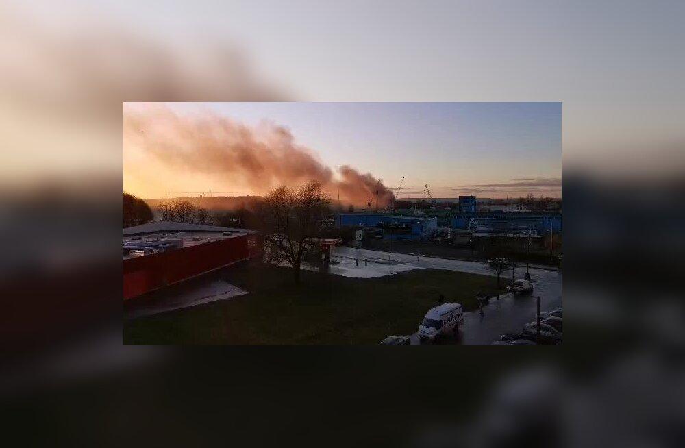 ВИДЕО и ФОТО | На Пальяссааре горит гараж