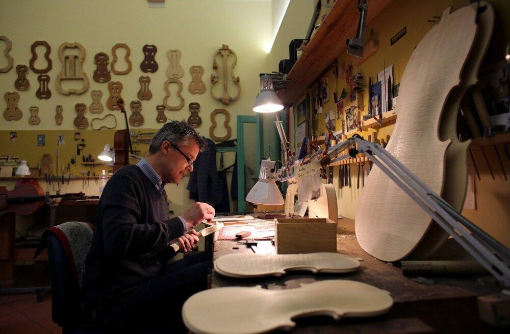ГАЛЕРЕЯ: Как изготавливают скрипки в итальянской Кремоне