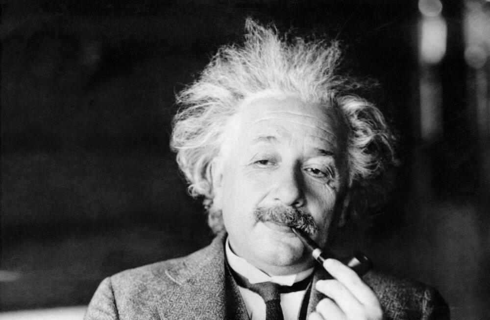 Paberileht Albert Einsteini kirjapandud hea elu saladusega müüdi oksjonil 1,33 miljoni euro eest