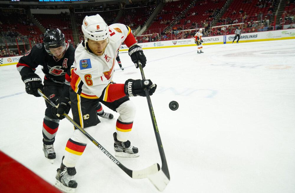 VIDEO: NHL-is kohtunikku rünnanud mängija sai 20-mängulise keelu