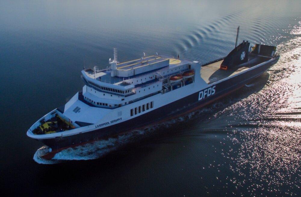 Kolmandatest riikidest, näiteks Ukrainast ja Valgevenest Eestisse töötama tulles on vaja kas elamisluba, lühiajalist registreeringut või viisat. Laeval töötades seda nõuet aga pole.
