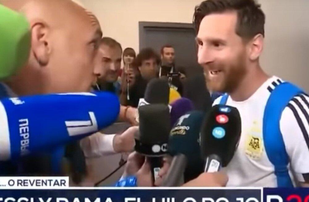 Rama Pantorottol intervjueerimas Lionel Messit.