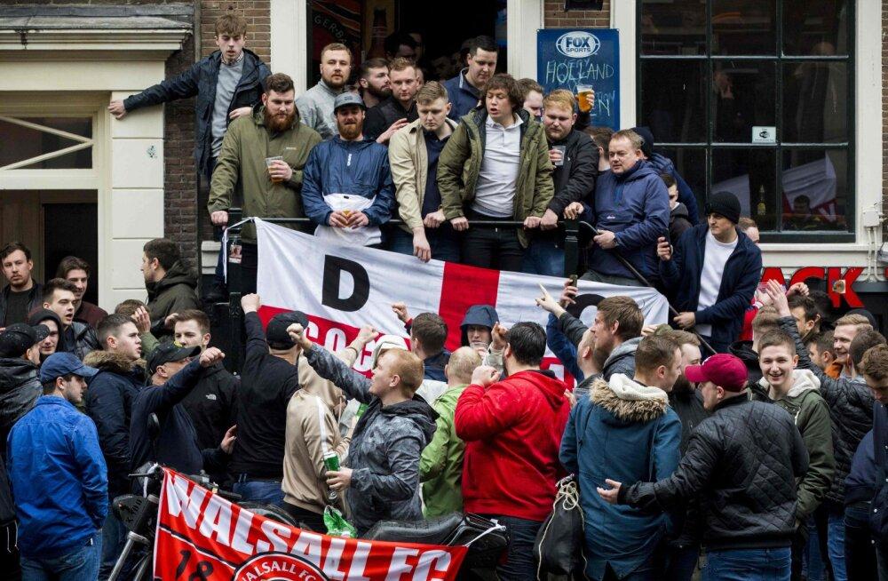 Briti politsei kardab, et Inglise vutihuligaanid korraldavad reedel Prahas mürgli
