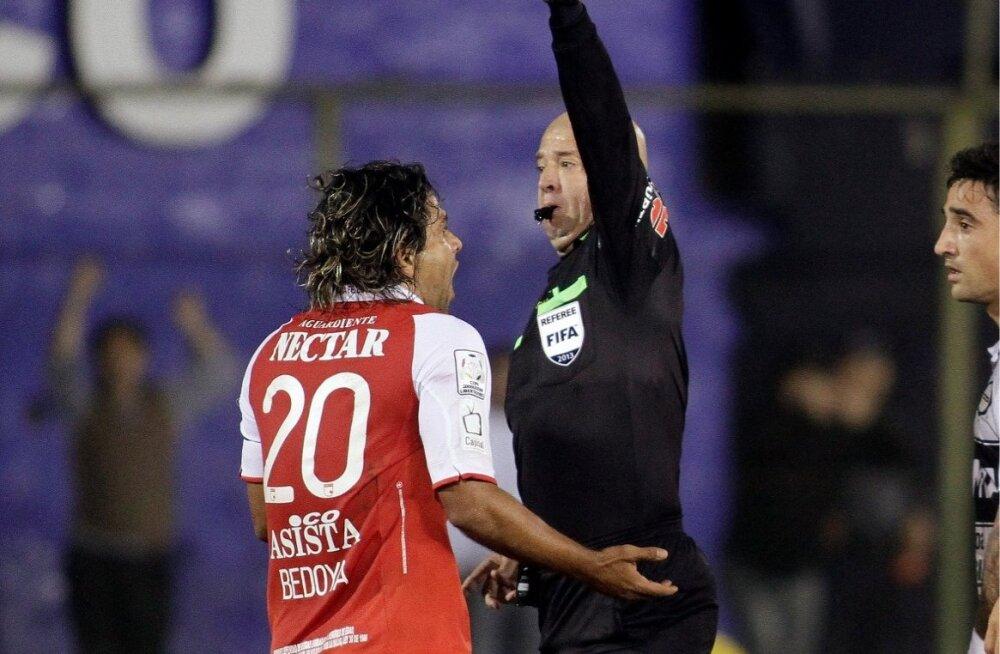 Gerardo Bedoya näeb punast kaarti.