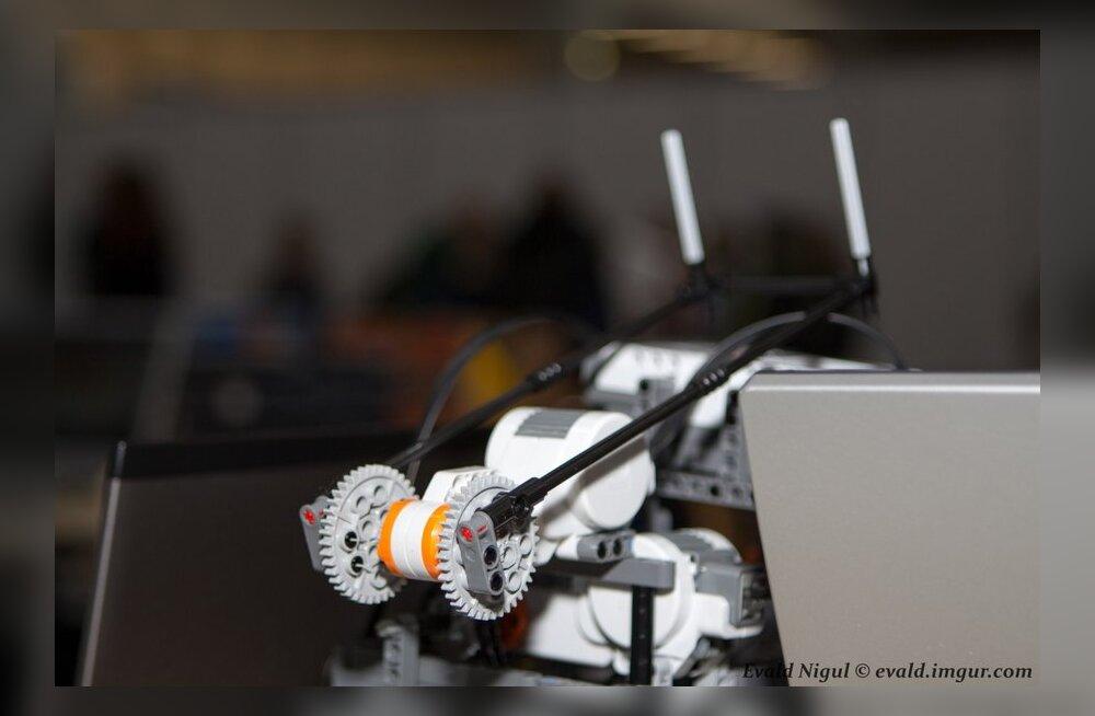 FOTOD: Robotex 2012 - legorobotid võtsid mõõtu