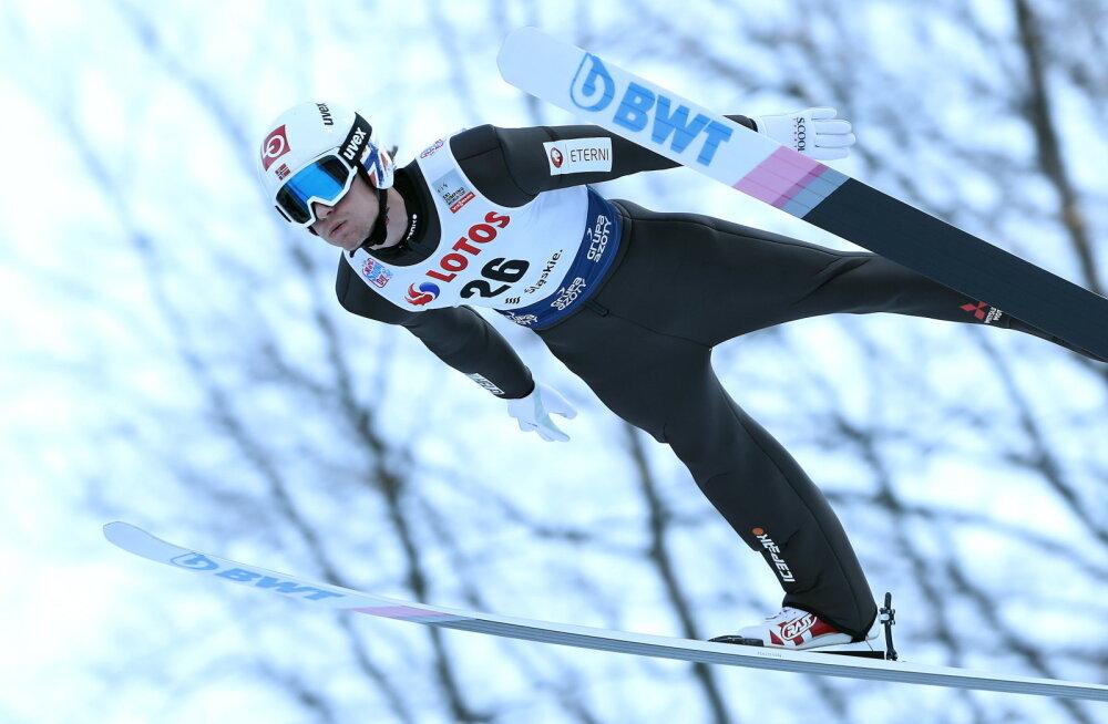 Suusahüpete MK-sarja esimese individuaalvõistluse võitis norralane, eestlased kaasa ei teinud