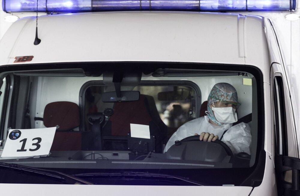 Заразившийся коронавирусом врач футбольного клуба покончил с собой