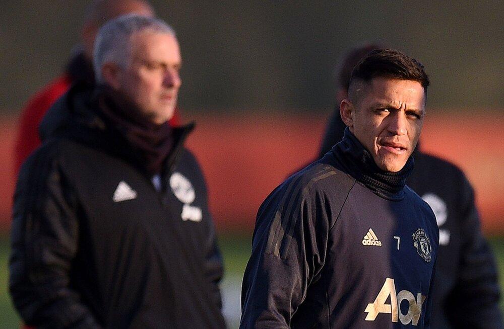Alexis Sanchez sai treeningul tõsiselt vigastada, Mourinho kardab pikka mängupausi