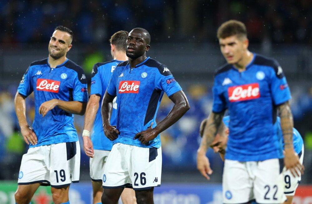 MÄSS! Napoli mängijad vilistasid presidendi käsule ja saatsid ajakirjanikud pikalt