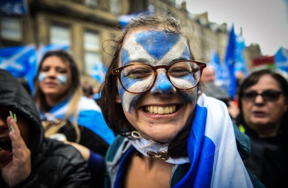 """ФОТО   В Шотландии прошел """"марш за независимость"""". Массовость превзошла ожидания"""