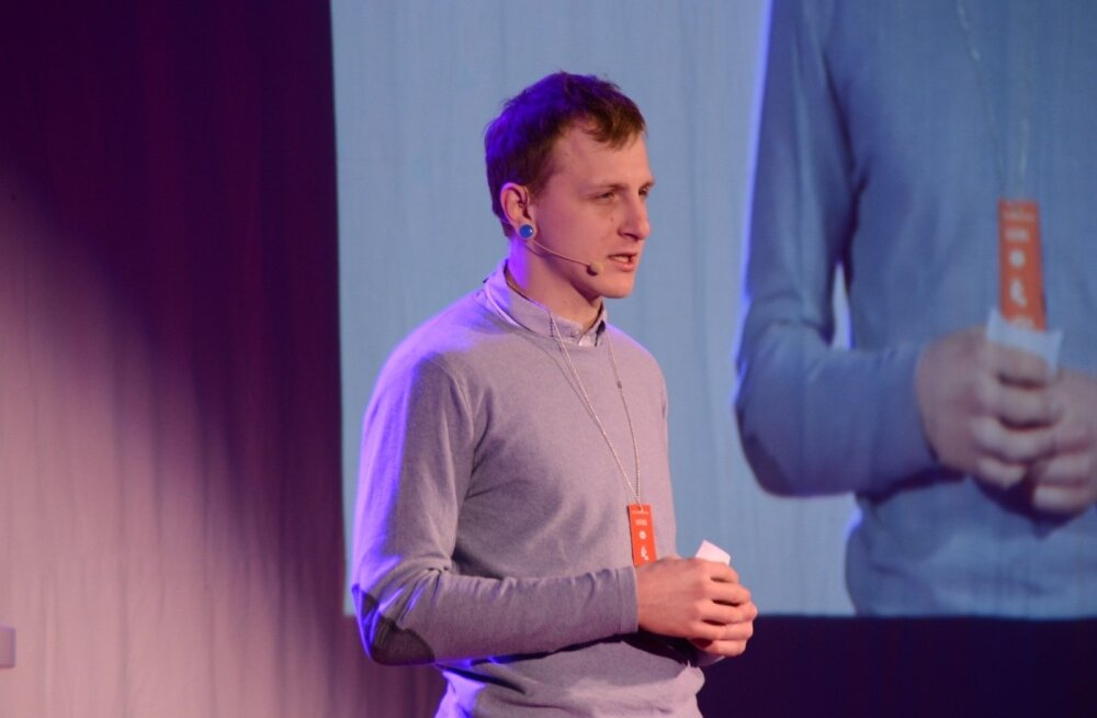 Александр Арабкин выступает на конференции TEDxLasnamäe
