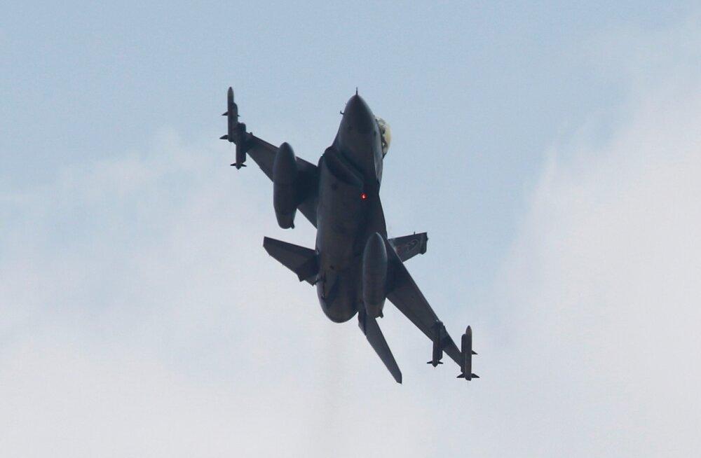 Iraagi õhuvägi asus Islamiriiki ründama ka Süüria aladel