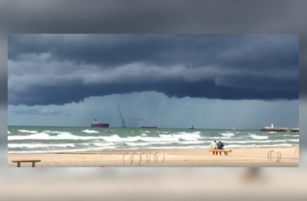 ВИДЕО: Мощный водяной смерч пронесся над Балтийским морем