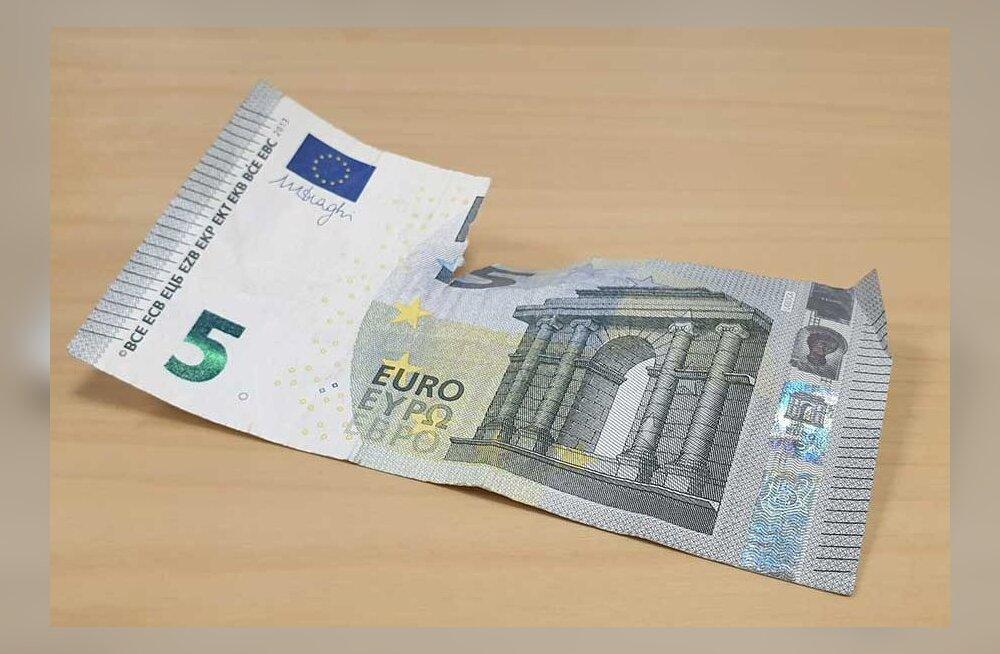 Купюра порвалась или была постирана вместе с одеждой? В Эстонии все чаще пытаются поменять испорченные банкноты
