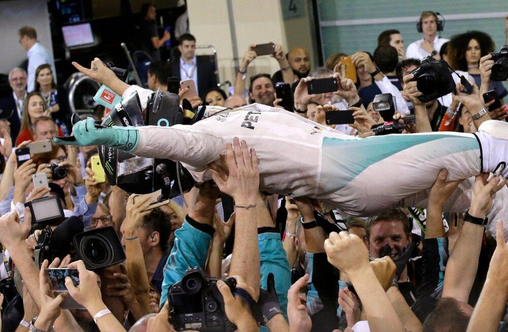 Mercedese meeskonnal oli eile põhjust Nico Rosbergi kätel kanda.