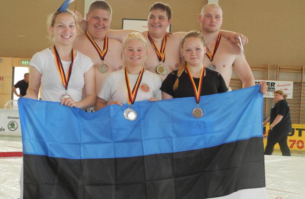 Pildil esireas vasakult: Helina Ärtis, Mari-Liis Mihkelson, Sirelin Igo. Tagareas: Oliver Valdre, Toomas Braun ja Mihkel Allikmäe