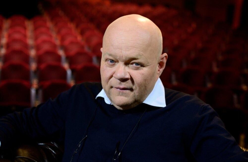 Ain Lutsepp on pärast lavakunstikateedri IX lennu lõpetamist 1980. aastal olnud Eesti Draamateatri näitleja.