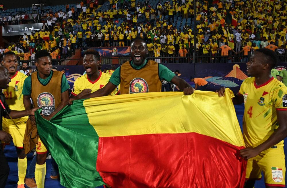 Benini mängijad võitu tähistamas