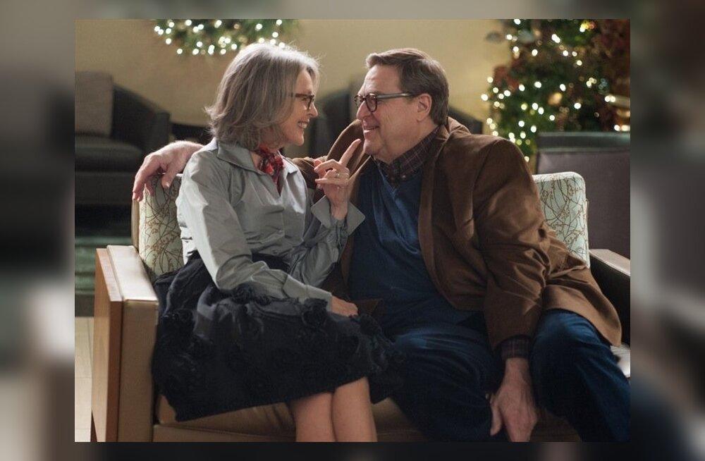 """Diane Keaton ja John Goodman filmis """"Peab armastama jõule""""."""