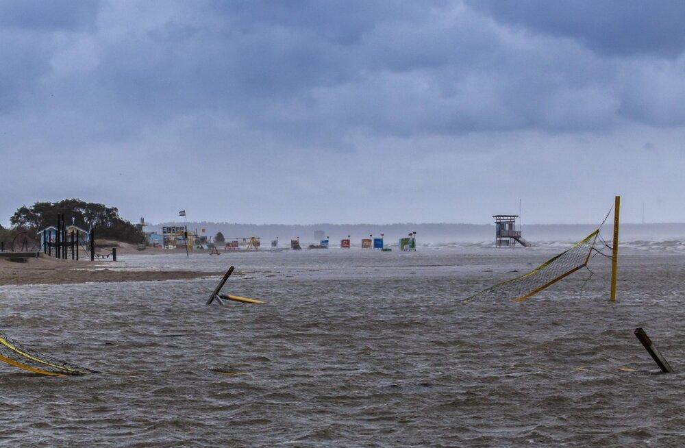 Sügistorm Pärnu rannas