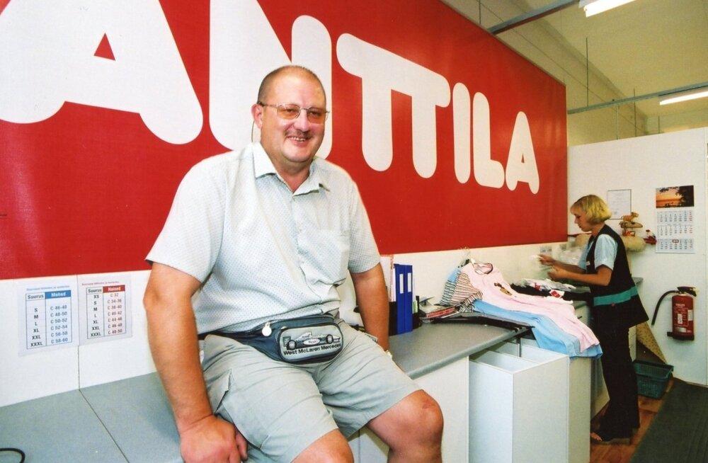 2002. aastal avas Tauno Tuula juhitav aktsiaselts Anttila Viljandi bussijaama teisel korrusel 1100ruutmeetrise kaupluse.