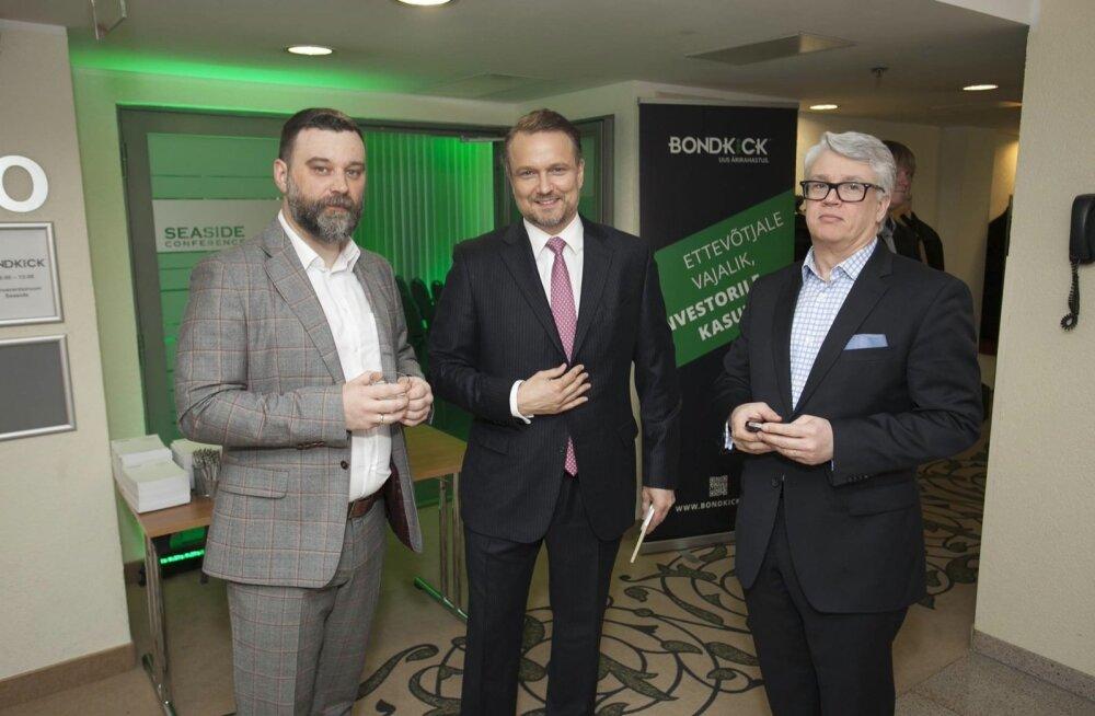Bondkicki juht Valentin Ivanov (vasakul) ja nõustaja ja emafirma endine nõukogu liige Indrek Rahumaa (keskel) Bondkicki avamisüritusel.