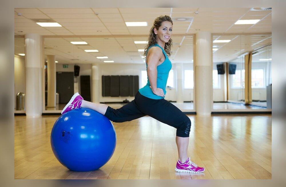 VIDEO: Naisteka trenninipid — vormi endale kaunid jalad fitballi abiga