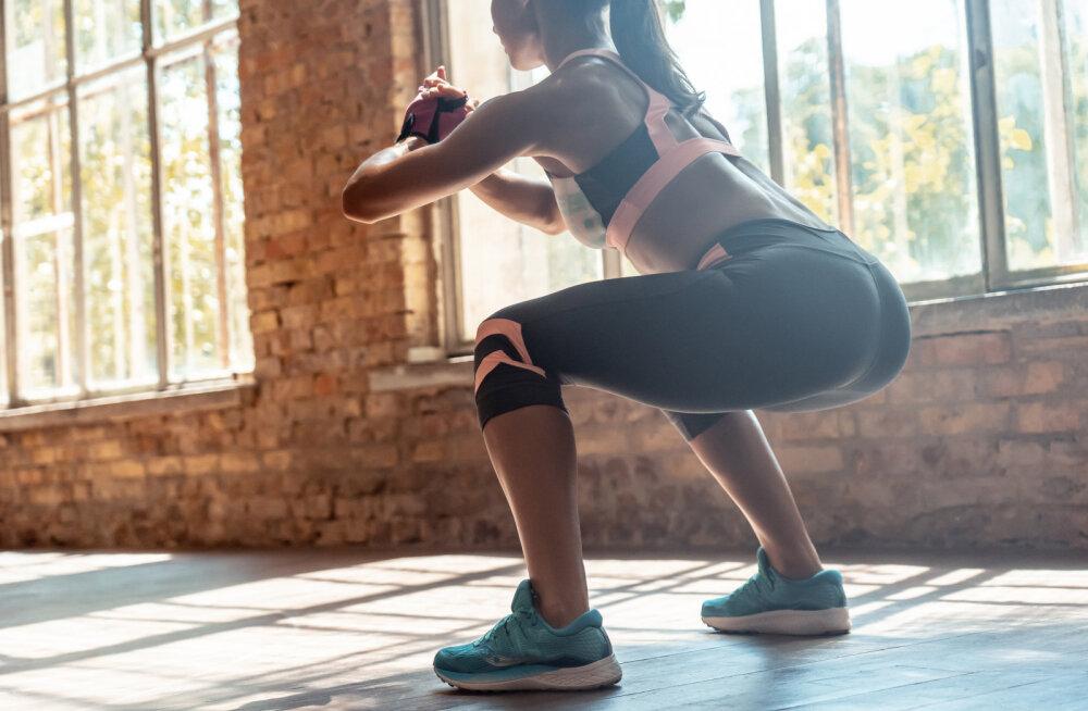Parimad harjutused neile, kes ei taha jõusaalis raha kulutada ega kobakaid treeningvahendeid kodus hoiustada