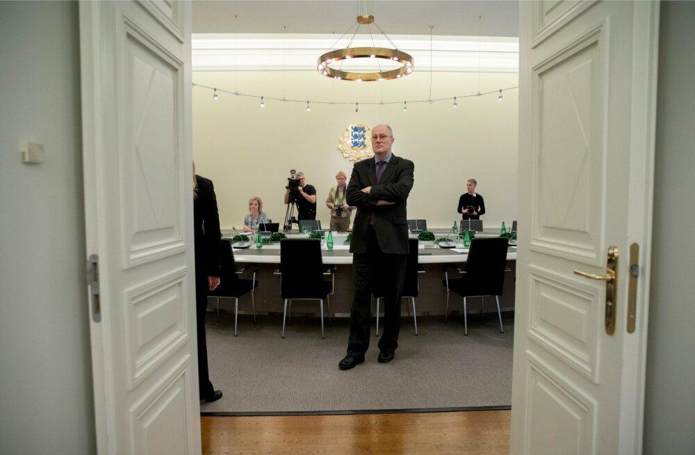 Riigisekretär Heiki Loot ootab Jüri Ratase valitsuse esimest istungit.