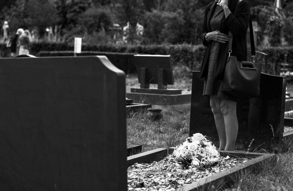 Veider armastuslugu! Mees viis võõrale hauale aastaid lilli, kuid siis selgus võigas tõde