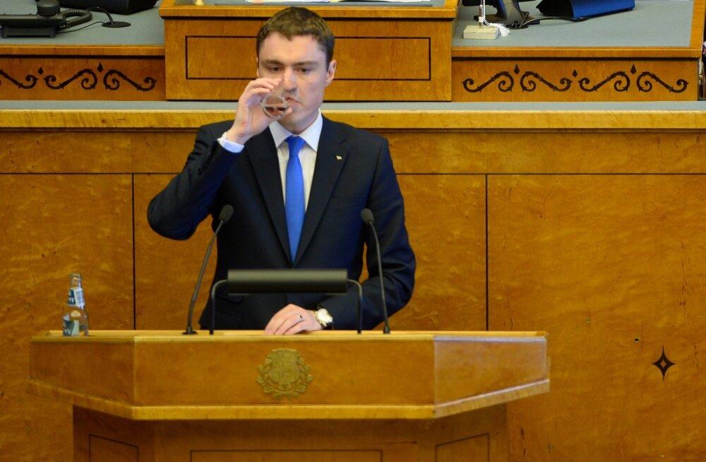 FOTOD ja OTSEÜLEKANNE: Peaministri umbusaldushääletus kukkus riigikogus läbi, maksumuudatused võeti vastu