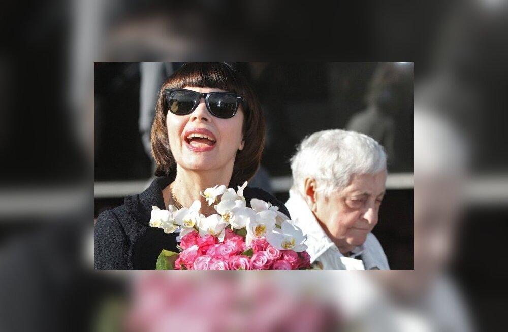 Mireille Mathieu koos emaga