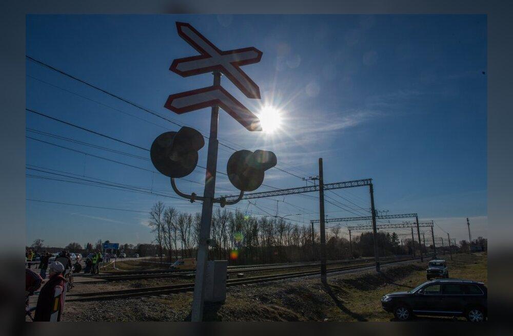 Liiklusõnnetus Raasiku raudteeülesõidul