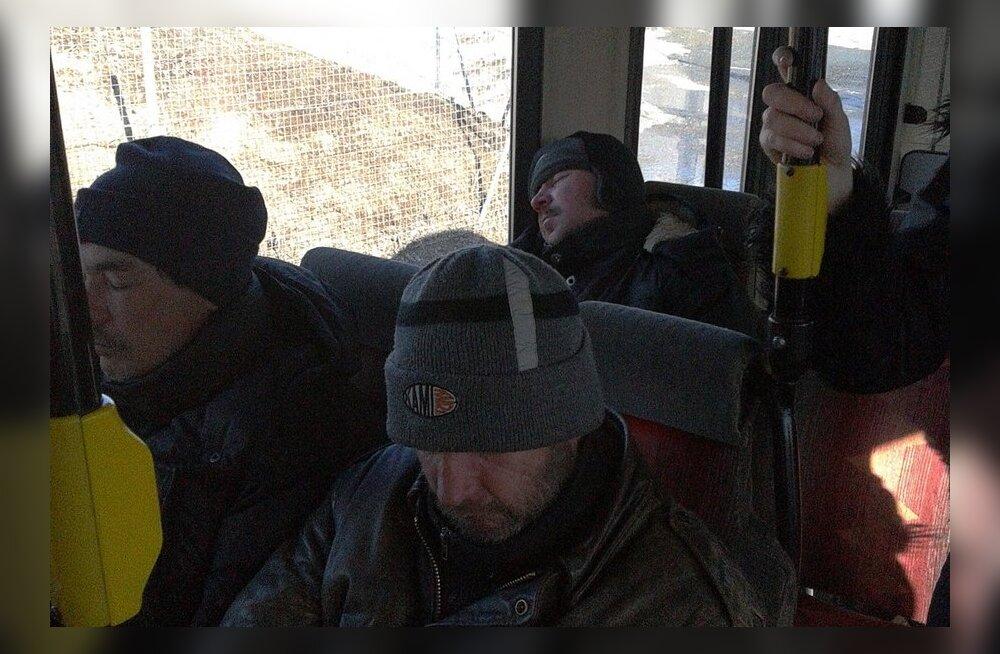 Tasuta sõiduga kaasnes määrdunud riietega, alkoholi joovate reisijate pealetung