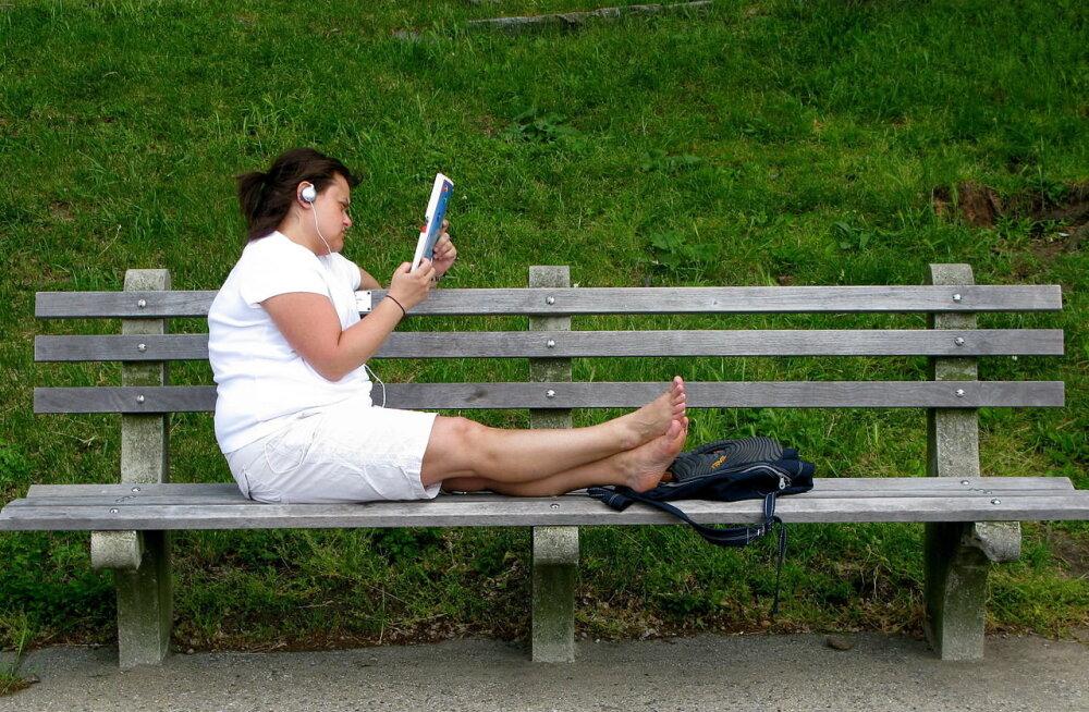 Lihtne nipp, kuidas ka ebamugavaim tool istumiskõlbulikuks muuta