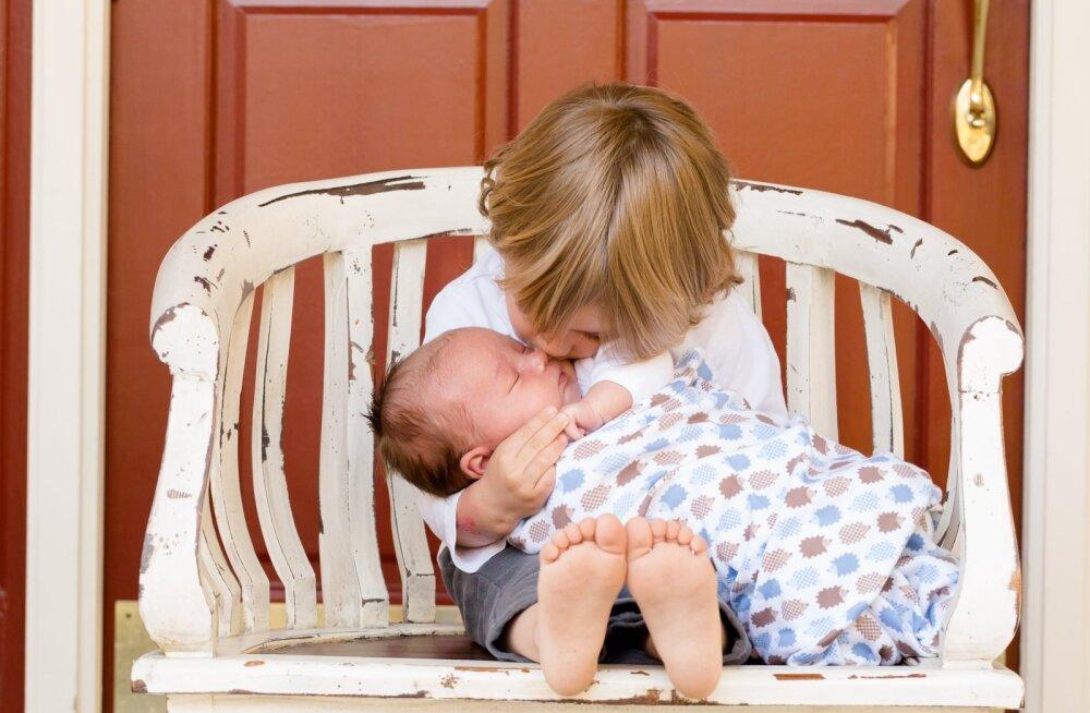 Järjestikku sündinud laste vanemad, olge ettevaatlikud! Kui seadust üksipulgi ei loe, võite suurtest summadest ilma jääda